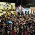 Mesmo com chuva, foliões lotaram o Centro Histórico de Iguape, durante o carnaval